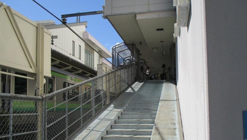 ルミネ町田駐輪場通路
