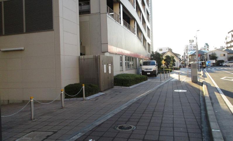 市営西側自転車駐車場入り口付近