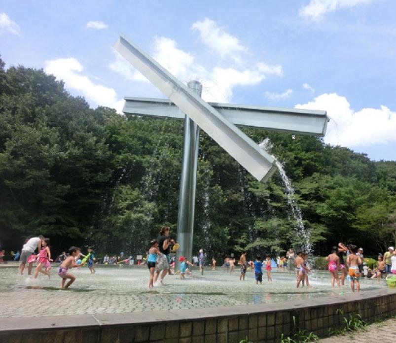 芹ケ谷公園・水と虹の広場 水遊び①
