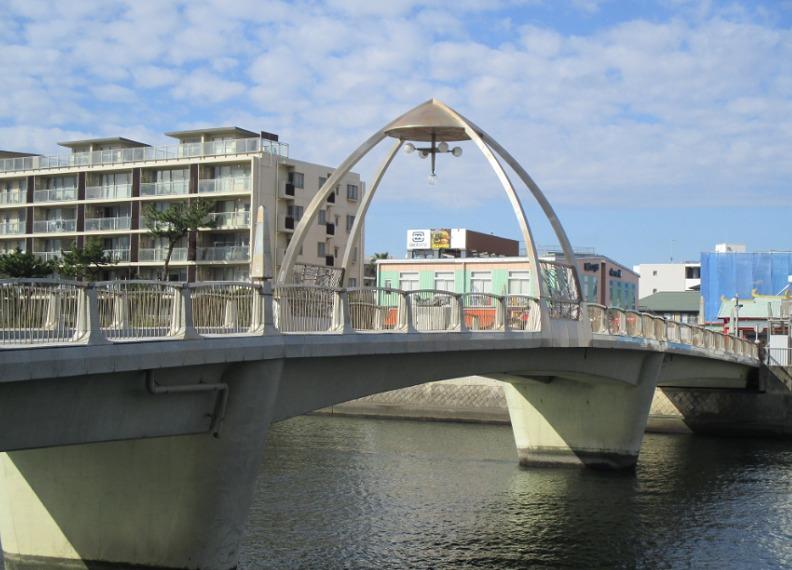 片瀬川を渡る橋