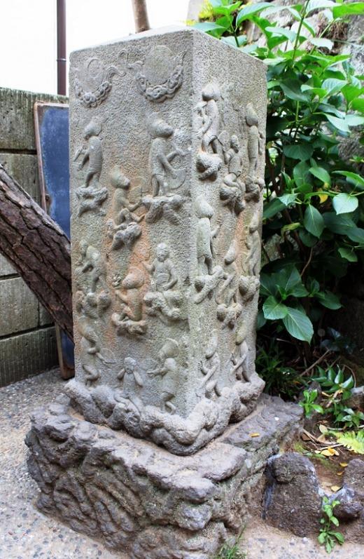 江の島 群猿奉賽像庚申塔
