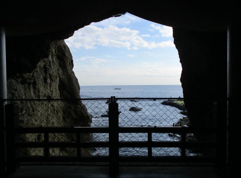 岩屋から見る太平洋