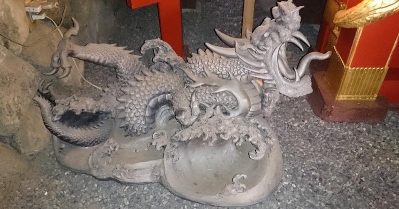 龍宮の石像